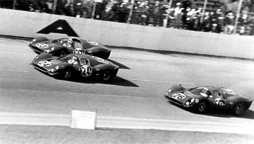 Ferrari triumfa brauciens pēc trīs pirmo vietu izcīnīšanas 1967.gada Deitonas 24 stundu sacensībās
