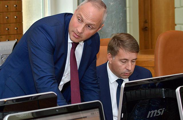 Satiksmes ministrijas valsts sekretārs Kaspars Ozoliņš (no kreisās) un Satiksmes ministrs Uldis Augulis
