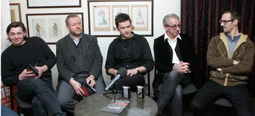 Latvijas Nacionālā teātra aktieris Artuss Kaimiņš (no kreisās), Nākotnes Fonda valdes priekšsēdētājs Ilmārs Mežs, scenogrāfs Aigars Ozoliņš, Latvijas Nacionālā teātra direktors Ojārs Rubenis un režisora asistents Jānis Znotiņš.