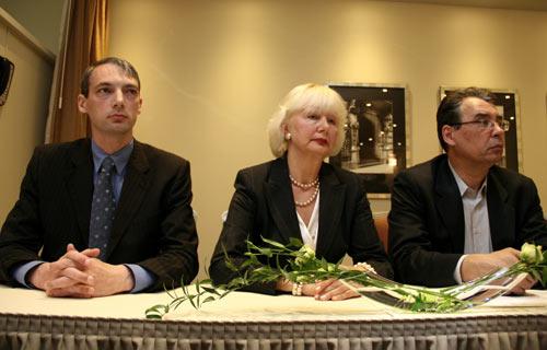 Krievu kultūras dienu organizatoru komitejas priekšsēdētājs Jurijs Kasjaničs (no kreisās), Krievu kultūras dienu atklāšanas koncerta organizatore Ludmila Pijesa un Krievu kultūras dienu organizatoru komitejas priekšsēdētājs, vēsturnieks Vlads Bogovs piedalās Krievu kultūras dienām veltītajā preses konferencē