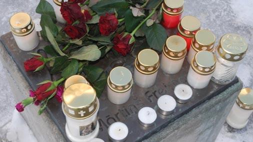 Pieminot Freimani, Liepājā noliek ziedus un sveces