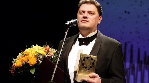 Operdziedātājs Aleksandrs Antoņenko ar Izcilības balvu kultūrā pasniegšanas ceremonijā Latvijas Kultūras akadēmijas teātra mājā