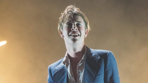 Toms Odels uzstājas koncertzālē