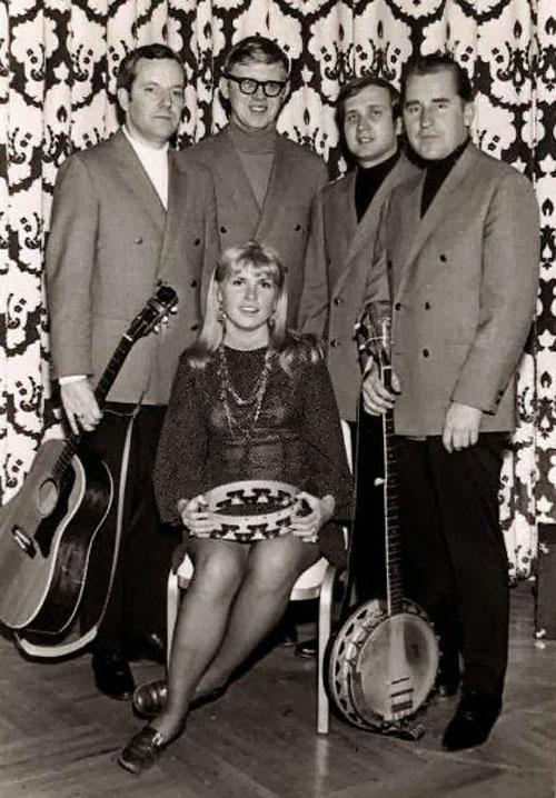 Čikagas piecīši 1960. gados. (no kreisās - Alberts Legzdiņš, Uldis Ievāns, Uldis Streips, Ilmārs Dzenis, vidū - Janīna Ankipāne)