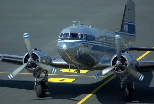 Aviokompānijas «Finnish Airlines» gaisa kuģis Douglas C-53C starptautiskajā lidostā «Rīga»