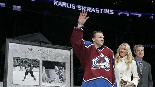 Viens no neaizmirstamākajiem Skrastiņa karjeras mirkļiem piedzīvots 2007.gada 21.februārī. Šajā datumā latviešu aizsargs laboja NHL leģendas Tima Hortona rekordu, pēc kārtas aizvadot 487 mačus. Attēlā hokejists ir kopā ar dzīvesbiedri Zani