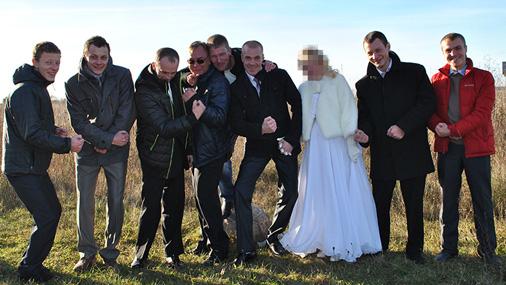 Romanova banda nav maza: te visi kopā fiksēti viena dalībnieka kāzās. Romanovs ir ceturtais no kreisās.