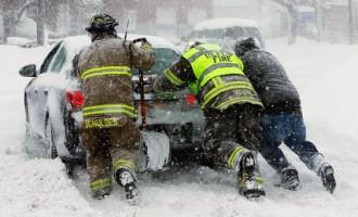 Līdz pēcpusdienai uz ceļiem notikuši 90 negadījumi, lielākā daļa - Rīgas reģionā
