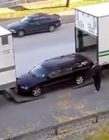 Kā eleganti iekraut vieglo auto kravas mašīnā