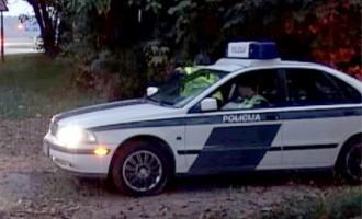 Jauniešiem Ogrē konfiscē viltotu «policijas» auto