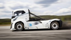 Volvo Dzelzs bruņinieks pārspēj divus pasaules ātruma rekordus