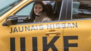 Pašmāju daiļavas testē un vērtē jauno Nissan Juke
