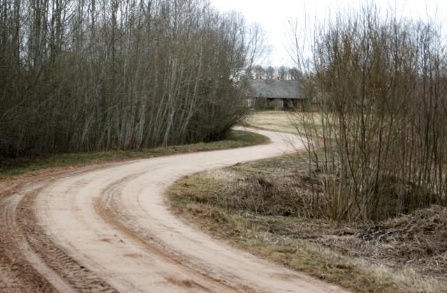 Lauku ceļš pavasarī