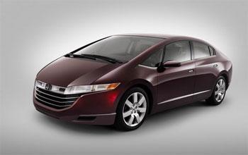 Honda jau tagad piedāvā auto ar ūdeņraža dzinēju - FCX Clarity