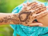 Tetovējumi, henna un zeltītās uzlīmes! Ar ko rotāt savu ķermeni?