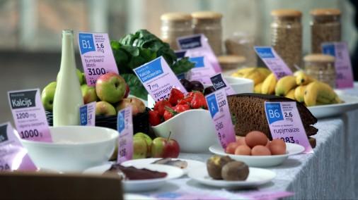 Rīgas Kongresu nama foajē atklāta īpaša pārtikas produktu instalācija, attēlojot to produktu daudzumu, kas katrai topošajai māmiņai jāapēd ik dienas, lai uzņemtu sev un gaidāmajam mazulim nepieciešamās uzturvielas
