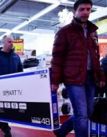 Rubļa vērtības kritums Krievijā izraisa iepirkšanās drudzi