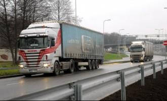 Vācija aptur likumu par minimālā atalgojuma stundas likmes piemērošanu autopārvadājumiem