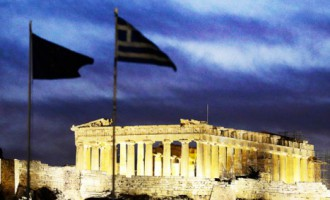 Pētījums: Aizvien vairāk investoru paredz Grieķijas izstāšanos no eirozonas gada laikā