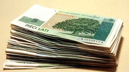 Piecu latu banknotes