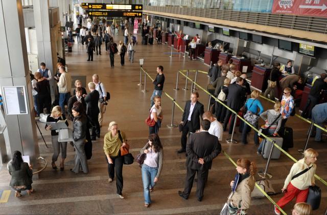 Cilvēki Rīgas lidostā