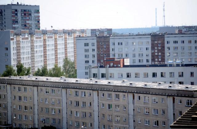 Daudzdzīvokļu ēkas.