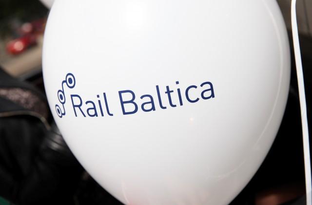 "Balons ar ""Rail Baltica"" uzrakstu"