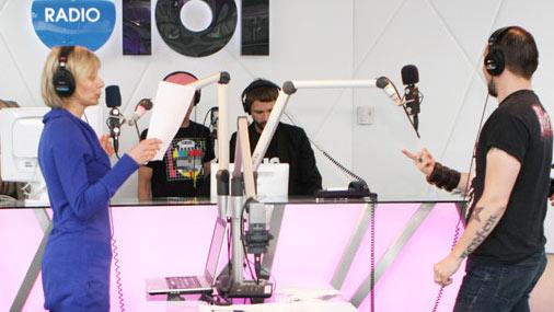 «Radio 101» rīta programmas «Ausīs Rīts» veidotāji