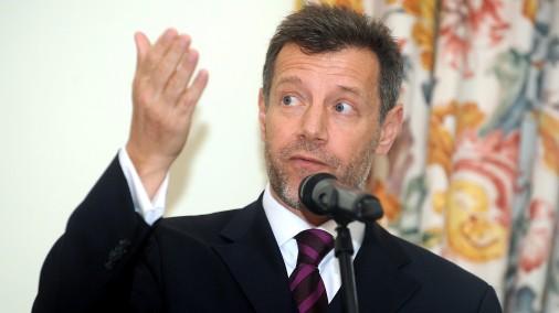 Francijas vēstnieks Latvijā Stefans Viskonti piedalās preses konferencē Francijas vēstniecībā par Mireijas Matjē koncertu un Frankofonijas nedēļas atklāšanu