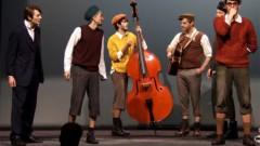 Dzīvs komikss: leļļu teātrī Ģirta Šoļa režijā top «Emīls un Berlīnes zēni»