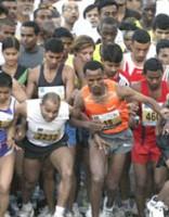 Indijā maratona laikā līderi veikuši četrus liekus kilometrus