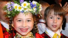 Sākas XI Latvijas skolu jaunatnes dziesmu un deju svētki