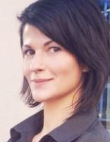 Aktrise Belicka Rīgā strādā par viesmīli