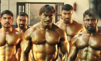 Šī teatrālā muskuļvīru cīņa atklāj citu Indiju