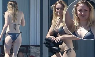 Atpūtas brīdī Meksikā bikini pieķerta «Troņu spēles» aktrise