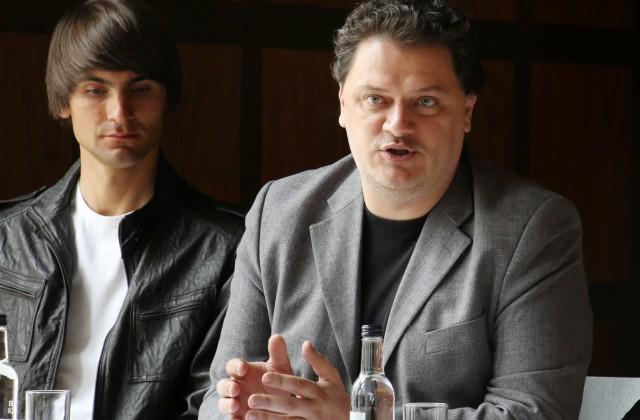 Pianists Vestards Šimkus (no kreisās), operdziedātājs Aleksandrs Antoņenko un Dzintaru koncertzāles direktors Guntars Ķirsis piedalās preses konferencē, kurā informē par Dzintaru koncertzāles 2017. gada vasaras sezonu