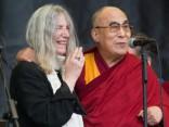 Dalailama Glastonberijā aicina tiekties pēc laimes un miera