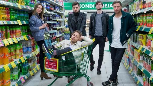 Intervija lielveikalā.