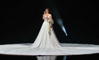 Vai redzēji Lopezas 6 metrus garo kleitu?