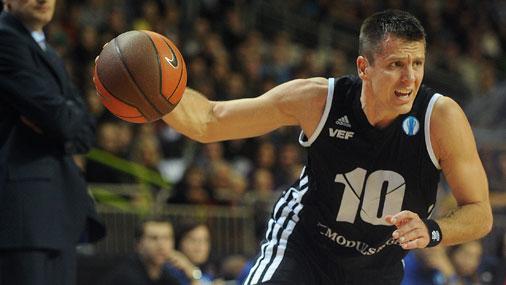 Rīgas VEF basketbolists Sandis Valters