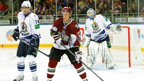 Rīgas «Dinamo» dominē un uzvar līgas vājāko komandu