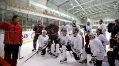 No Latvijas izlases atskaitīts viens hokejists