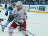 Noskaties: Kuriozs vārtu guvums KHL otrajā spēļu dienā