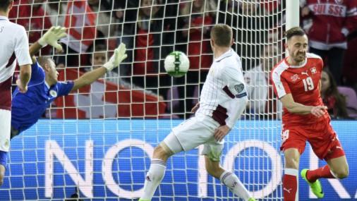Latvijas futbolisti ar 0:1 piekāpjās grupas līderei Šveicei
