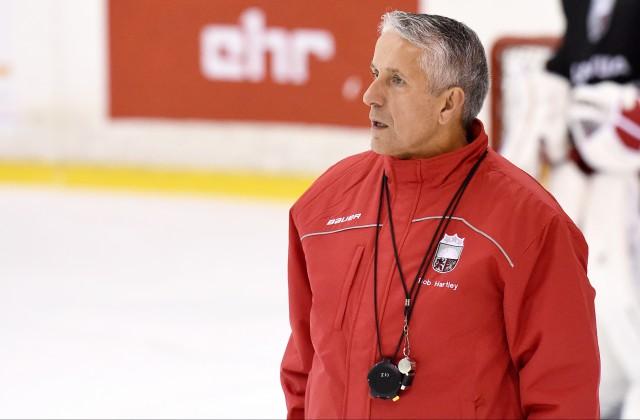 Latvijas hokeja izlases galvenais treneris Bobs Hārtlijs