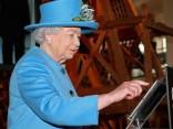 Lielbritānijas karaliene Elizabete II publicē pirmo tvītu