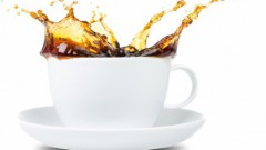 Zinātnieki noskaidrojuši, kāpēc kafiju izšļakstīt ir vieglāk nekā alu
