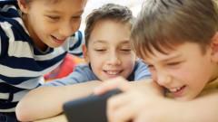 Zēni ir spēlmaņi un palaidņi, bet meitenes — mobilās pļāpas