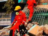 Cīniņš ar laiku Nepālā; baisas prognozes par 10 000 upuru