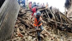 Zemestrīcē Nepālā bojāgājušo skaits pārsniedz 5000 cilvēku